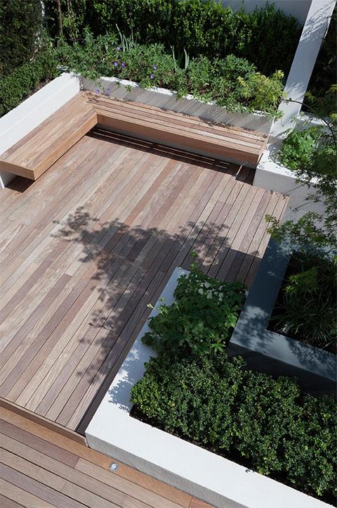 medium decking garden