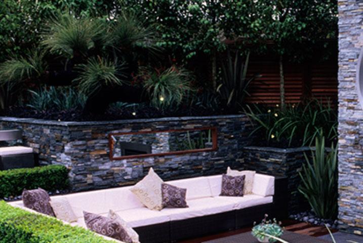 medium size garden features